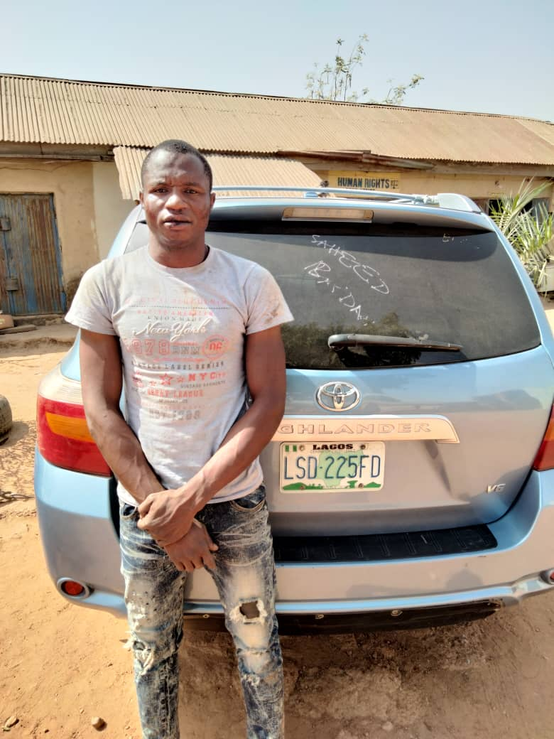 Nasarawa State Police apprehended Man for car snatching at gun point