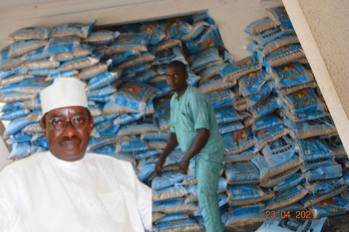 Ramadan Package: Senator Bomai commences distribution of 17,200 bags of rice across Yobe South
